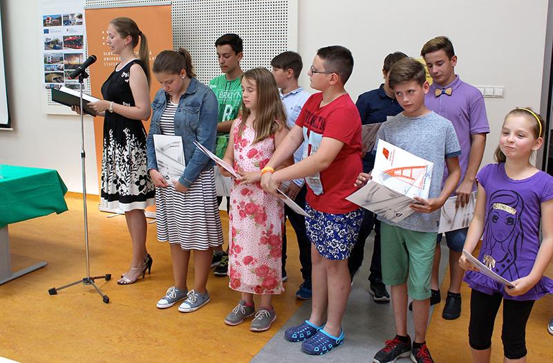 Absolventi Detskej dopravnej univerzity získali diplomy